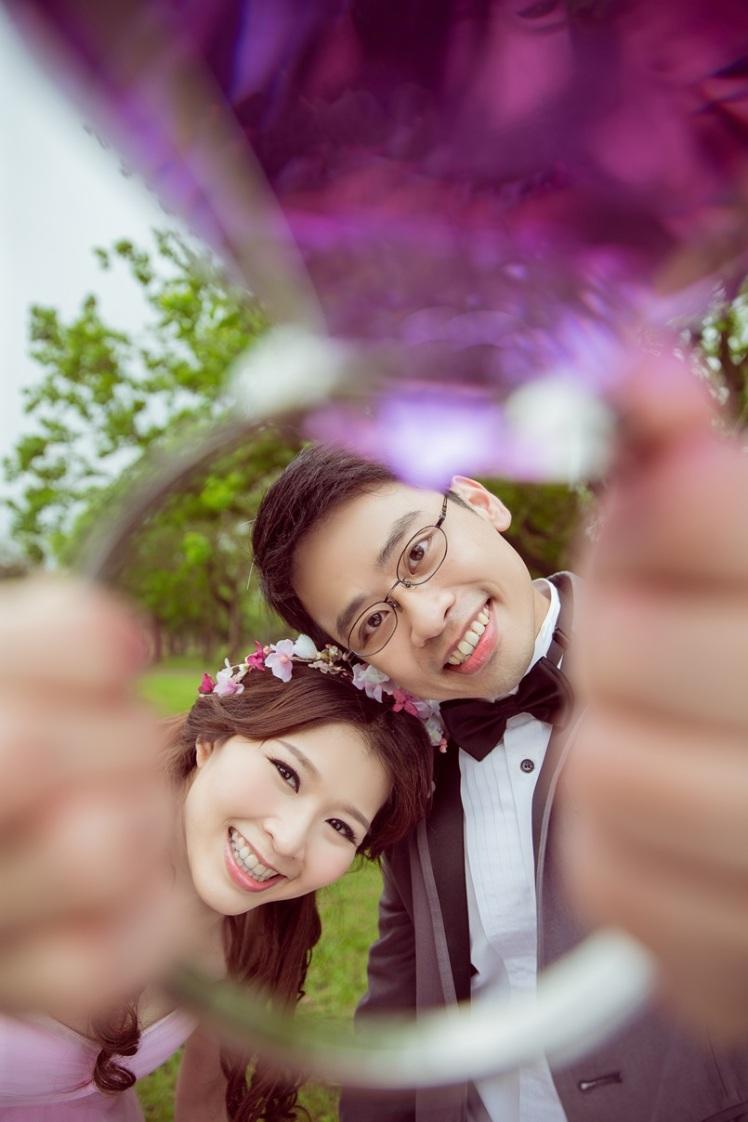 活潑草坪婚紗照-台北婚攝Jonny